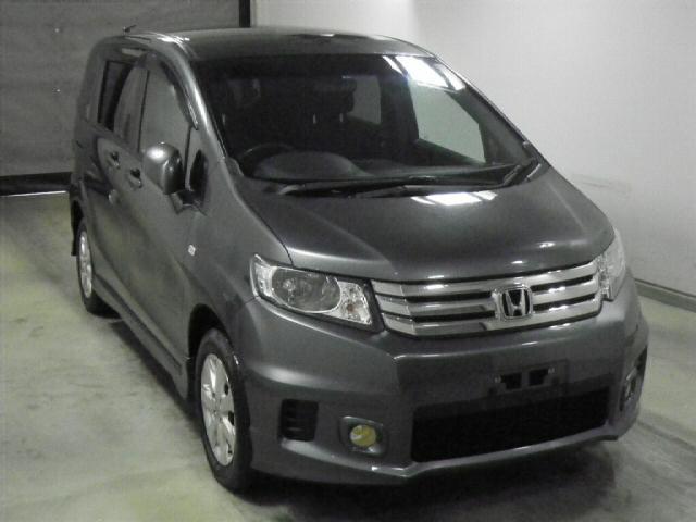 Автомобили из Японии на стоянке в Краснодаре